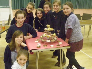 Hanney Guides making cupcakes.